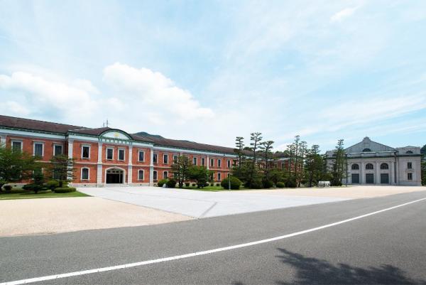 生徒館と大講堂