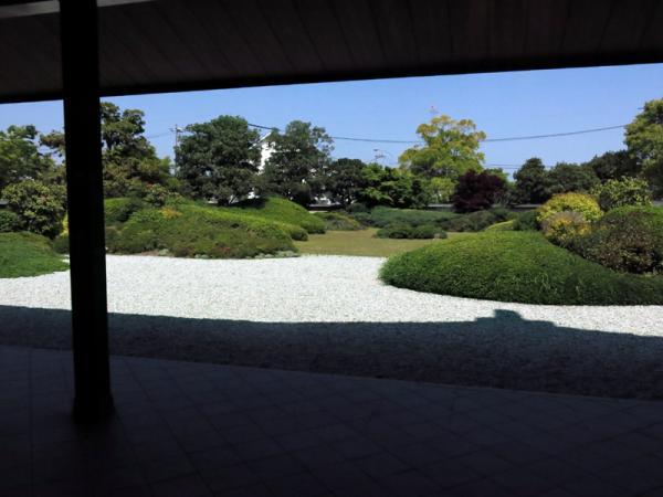 ホールから中庭