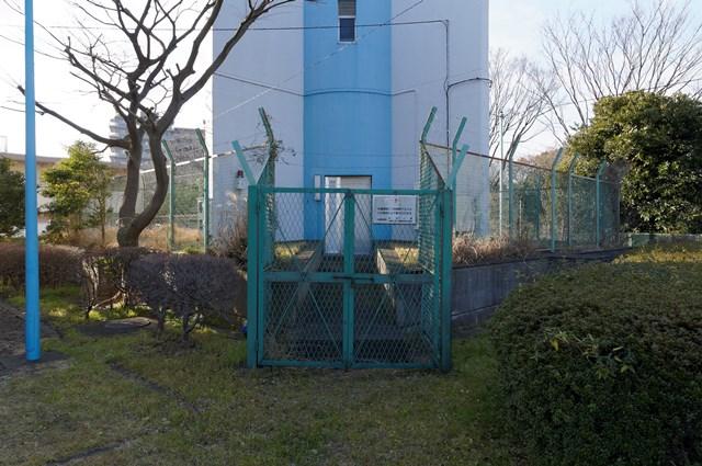 神奈川県営大庭団地の給水塔基部