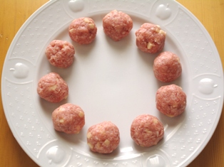 レンジでひき肉とりんごの肉団子02