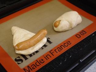 ソーセージで満足簡単手ごねパン05