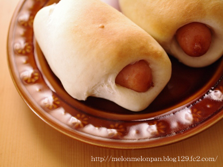 ソーセージで満足簡単手ごねパン