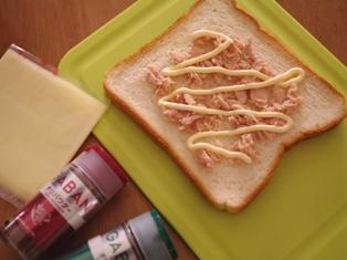朝に簡単ツナマヨチーズのチリトースト01
