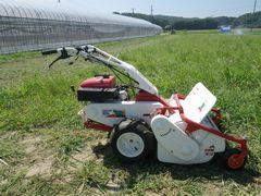 [写真]草刈り部隊の新人・自走式草刈機のハンマーナイフモア