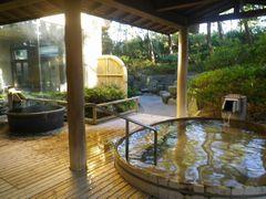 [写真]鴨川館・潮騒の湯の露天風呂の様子