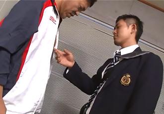 [男のプリケツ] ゲイ動画:部活後コーチがロッカーで。秘密がバレた時... !! 好帥哥
