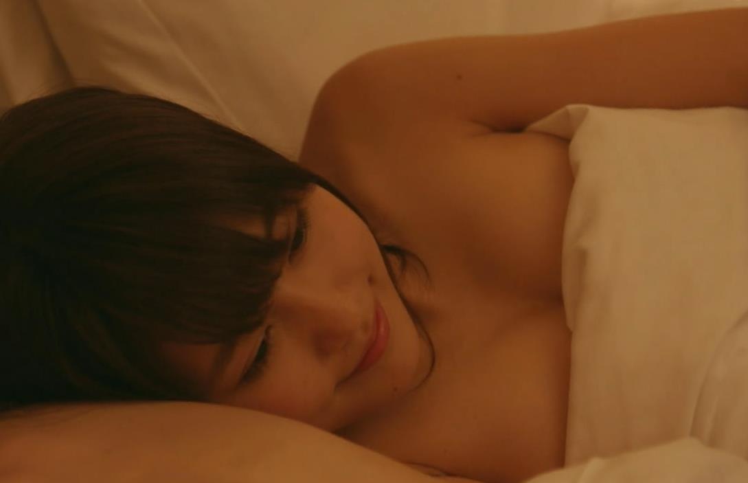 有村架純 ベッドシーンでおっぱい露出キャプ画像(エロ・アイコラ画像)