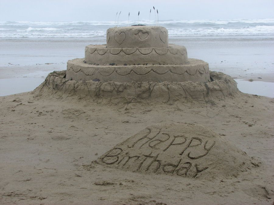 sand_castle___birthday_cake_by_blender_madness-d3juxjk.jpg