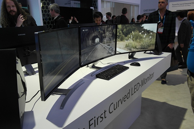 Samsung_Curved_Monitor_01.jpg