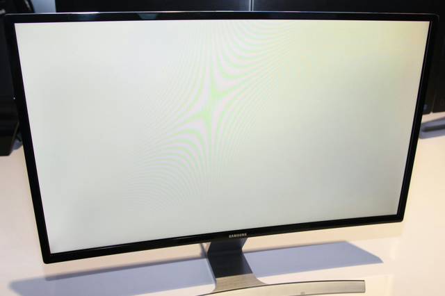 Samsung_Curved_Monitor_03.jpg