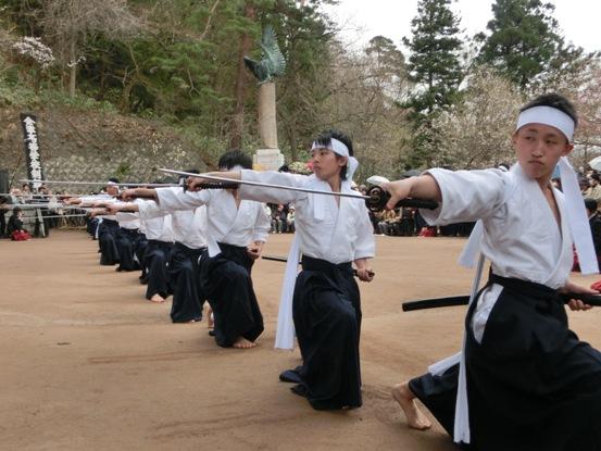 白虎隊と同世代の、会津高校剣部会の生徒による白虎隊の舞い 一糸乱れず、見事な舞いでした