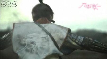 ズダーン!! 背中を打ち抜かれる銃太郎