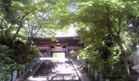 まずは、氏神さまの二本松神社にお参り。