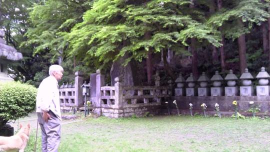 二本松少年隊の供養碑がまつられた大憐寺。銃太郎や才次郎の名も。山の奥に藩主丹羽氏代々の廟がある